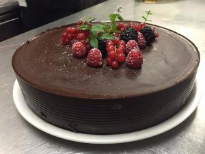 chocolate-cake-1576487_1280